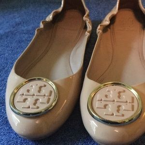 Gorgeous patent nude leather Tory Burch flats